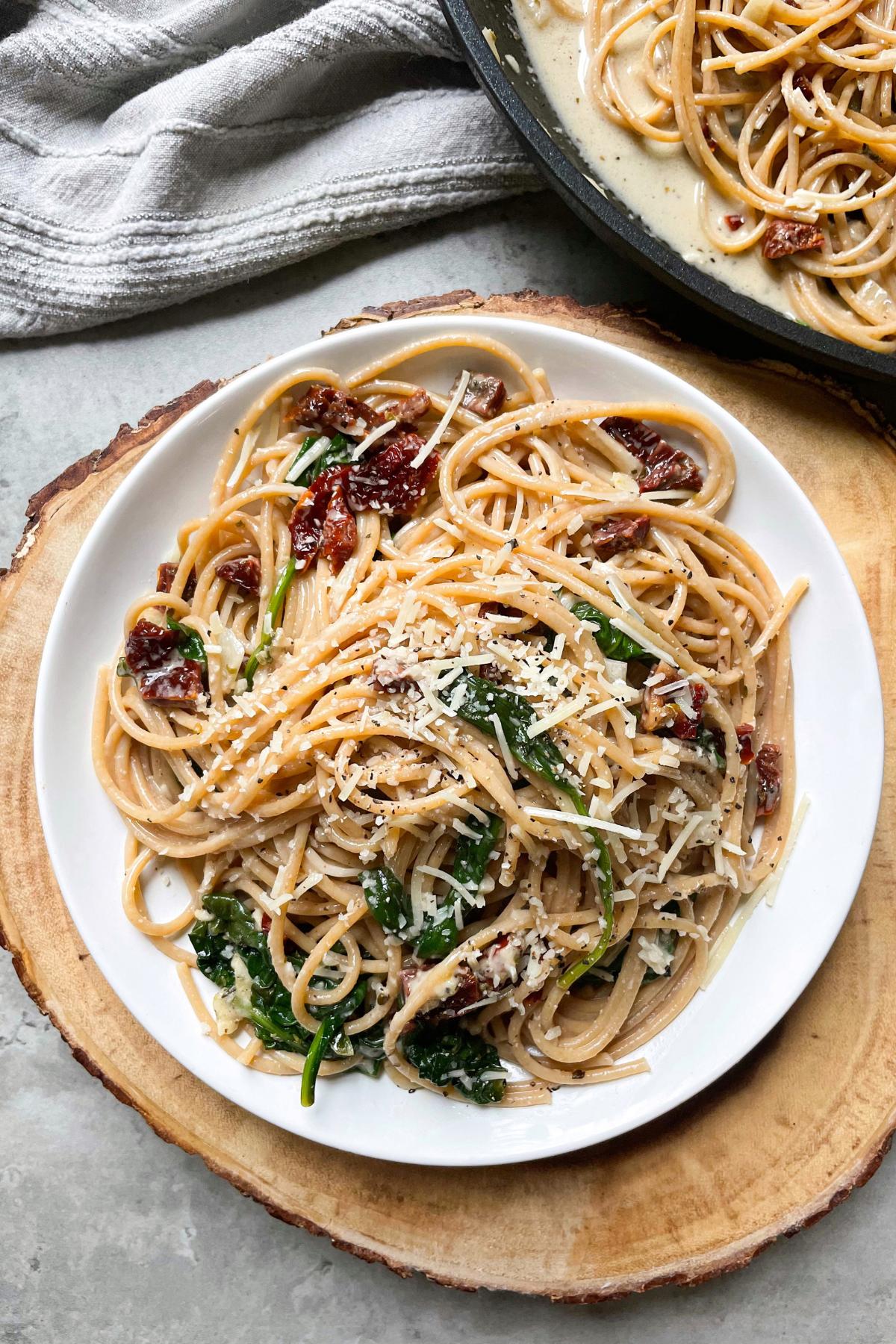 plate with whole wheat spaghetti