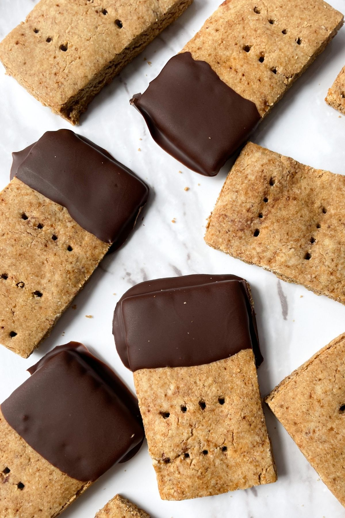 graham crackers on a marble plate